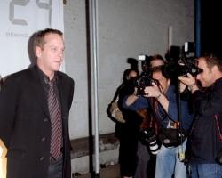 2006-12-04-dvd-launch-64