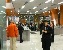 2009_01_08_Carlos_Bernard_Garmin_Store_Chicago_28429