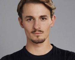 Giles-Matthew-as-Jordan-Reed
