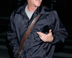 kiefer-sutherland-kiefer-sutherland-arrives-at-lax-from-new-york-01-14-07-0sxHjl