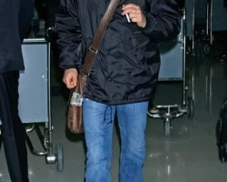 kiefer-sutherland-kiefer-sutherland-arrives-at-lax-from-new-york-01-14-07-3BnQ1C