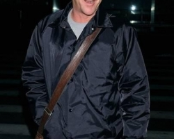 kiefer-sutherland-kiefer-sutherland-arrives-at-lax-from-new-york-01-14-07-H7OiLm