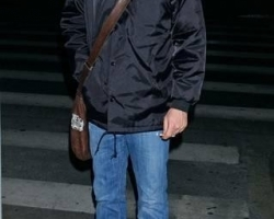 kiefer-sutherland-kiefer-sutherland-arrives-at-lax-from-new-york-01-14-07-qptf0T